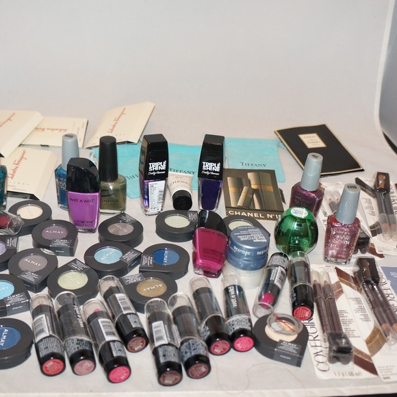 wet n wild Makeup | Mixed Beauty Lot Of Eyeshawdows And Lipsticks ...